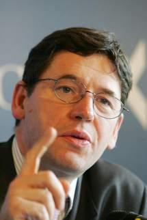 M. Jean Philippe Cotis, directeur général de l'INSEE (France).